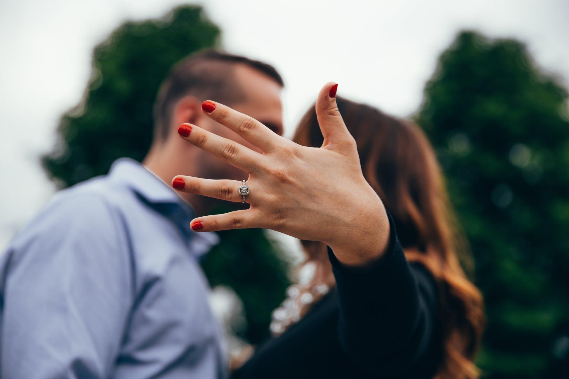 Fidanzati ai tempi del coronavirus: sono congiunti? | Tiziano Solignani